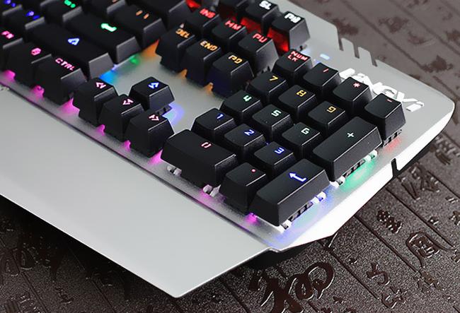 灵逸雷GT-101网咖背光游戏金属机械键盘104键青轴 八种灯效